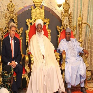 US Secretary of State John Kerry, Sultan of Sokoto, Muhammad Sa'ad Abubakar, and Governor Aminu Waziri Tambuwal during Kerry's visit to the Sultan's Palace in Sokoto, on Tuesday.