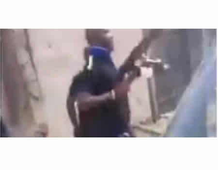 #EndSARS: [VIRAL VIDEO] SARS operatives shoot dead suspected phone thieves in Lagos - NIGERIAN TRIBUNE