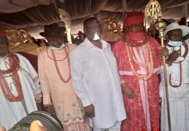 Okowa harps on fairness, justice, as he presents staff of office to new idjerhe monarch