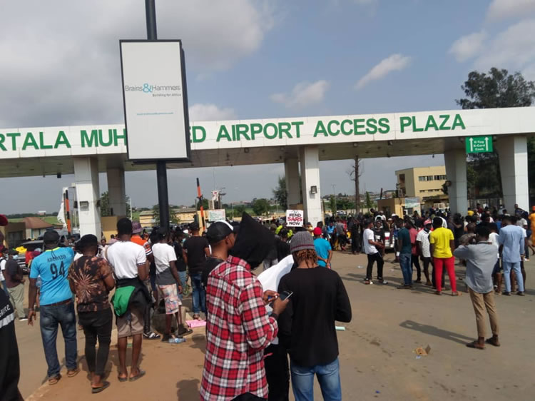 EndSARS protesters at the Murtala Muhammed Airport Tollgate (SEE PHOTOS &  VIDEO)   Tribune Online