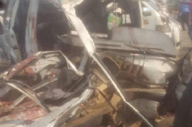 Five die in auto crash