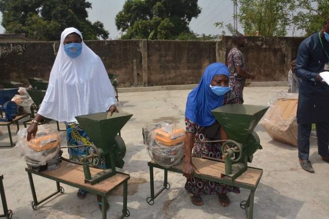 Ministry distributes generators