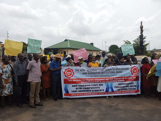 Primary, secondary school non-teaching staff protest, want 65 years retirement age, 40 years in service