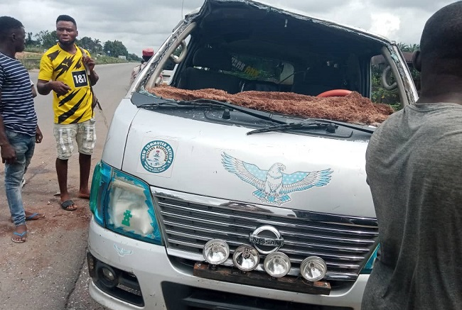 Mother, daughter killed, nine injured in Anambra road accident