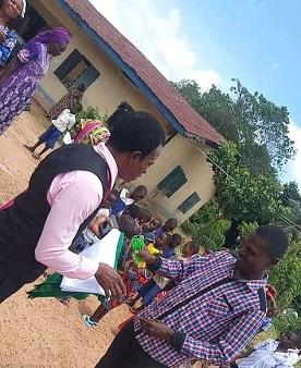 Youth donates Nigerian flag, sandals, to 10 Nigerian primary schools in Cross River - NIGERIAN TRIBUNE